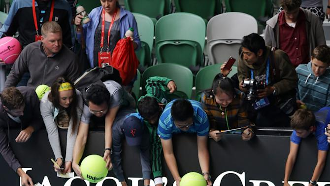 Britain's Andy Murray signs autographs following a training session on Rod Laver Arena at the Australian Open tennis championship in Melbourne, Australia, Saturday, Jan. 26, 2013. Murray will play Serbia's Novak Djokovic in the final on Sunday.  (AP Photo/Dita Alangkara)