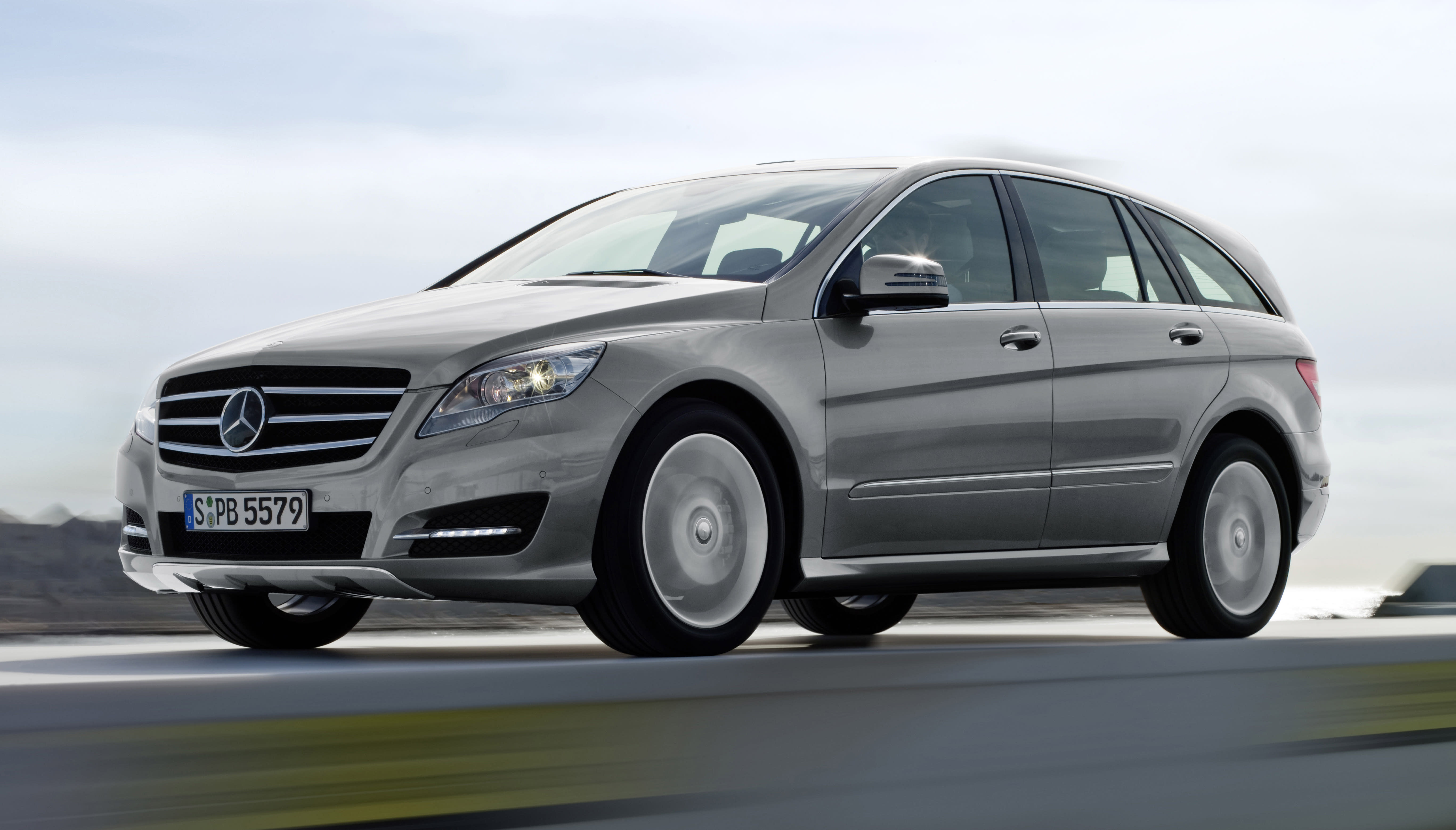 Mercedes selects AM General to make SUVs in the US