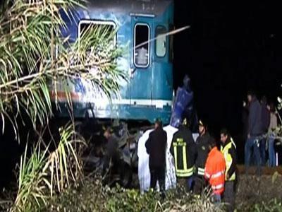 Raw: Six dead in Italy train accident