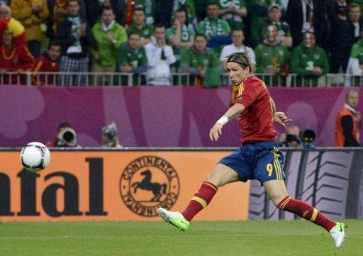 Spanish forward Fernando Torres strikes to score a goal