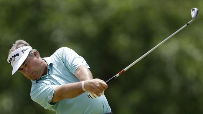 Kenny Perry tees off on the second hole during the final round of the Senior PGA Championship golf tournament at Bellerive Country Club, Sunday, May 26, 2013, in St. Louis. (AP Photo/Jeff Roberson)
