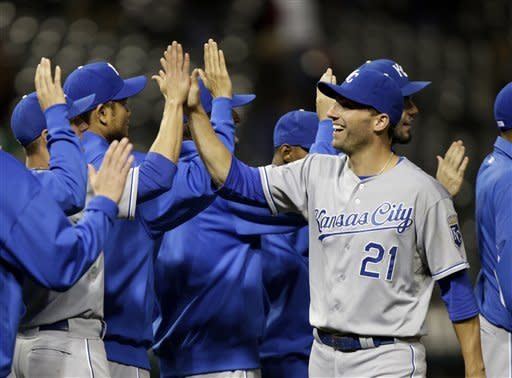 Abreu's single gives Royals 7-6 win over Indians