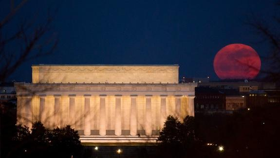 Supermoon Sunday: Largest Full Moon of the Year Rises