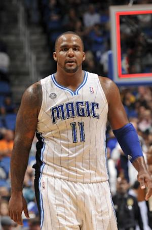 Glen Davis on Clippers roster, not in lineup
