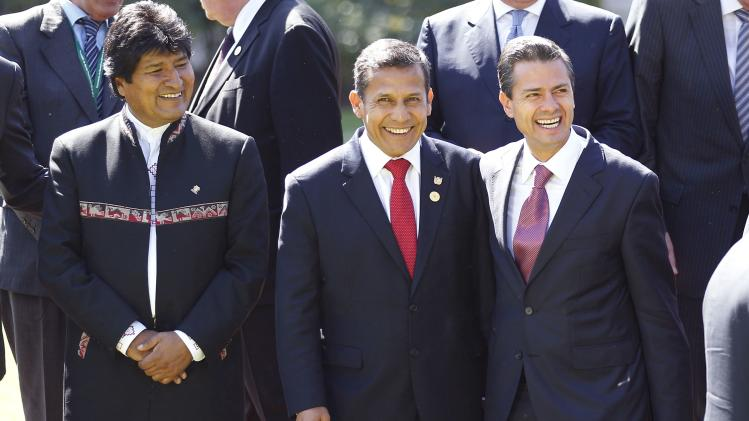 Peru's President Humala smiles with Mexico's President Enrique Pena Nieto and Bolivia's president Morales after a meeting with Chilean President Bachelet at Cerro Castillo Presidential Palace in Vina del Mar city