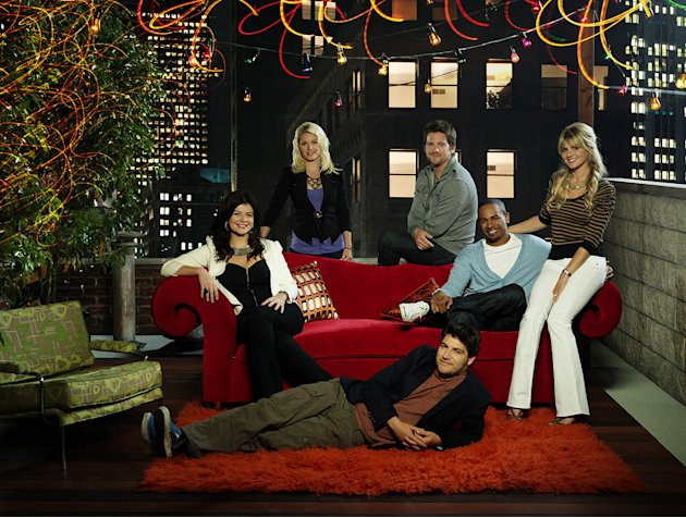 "The cast of ""Happy Endings."""