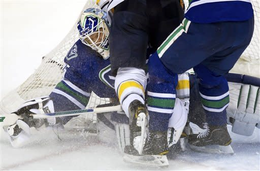 Ville Leino leads Sabres past Canucks, 5-3
