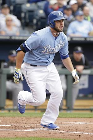 Royals recall 3B Moustakas, activate LH Bueno