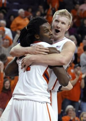 Clemson runs past No. 22 Virginia, 60-48