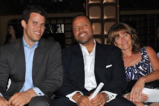 Kris Humphries con sus padres William y Debra via yahoo
