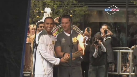 Hamilton carries torch through Luton