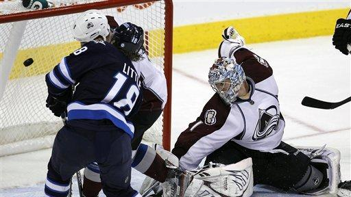 Jets beat Avs 5-1, tie Leafs for 8th in East