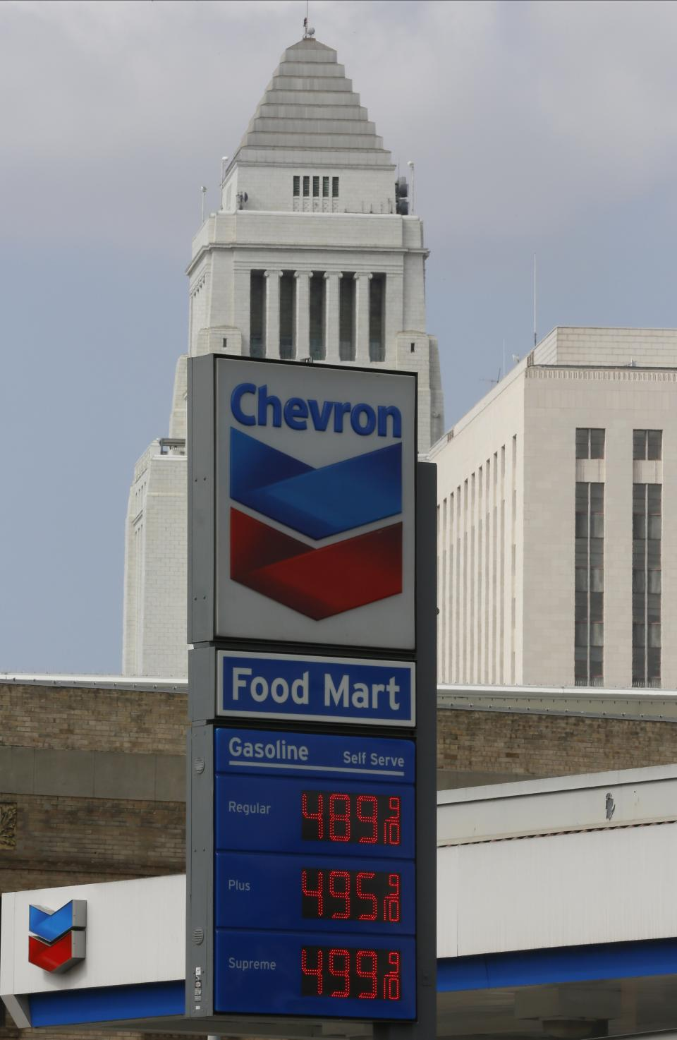 Chevron's 2Q profit falls on lower oil prices
