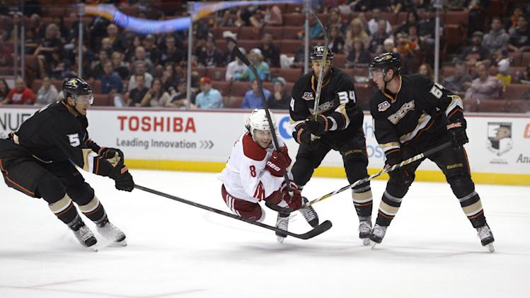 Ducks score on 1st 3 shots in 6-2 win over Coyotes