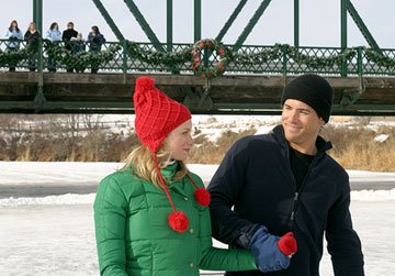 Amy Smart and Ryan Reynolds in New Line Cinema's Just Friends