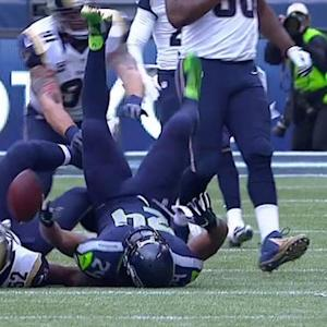 Seattle Seahawks running back Marshawn Lynch fumbles after a 12-yard pass, Rams recover