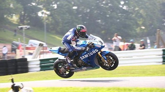 Cadwell BSB: Lowes storms to race one victory