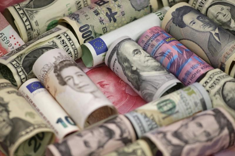 Dollar back on defensive as stocks head lower
