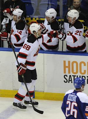 Jagr nets 700th NHL goal in Devils' rout of Isles