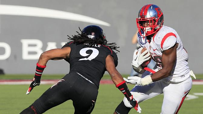 Rutgers running back Savon Huggins runs against Cincinnati defensive back Dominique Battle (9) in the second half of an NCAA college football game, Saturday, Nov. 17, 2012, in Cincinnati. Huggins gained 179 yards in the game won by Rutgers 10-3. (AP Photo/Al Behrman)