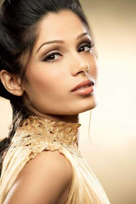 Rare pictures of Freida Pinto