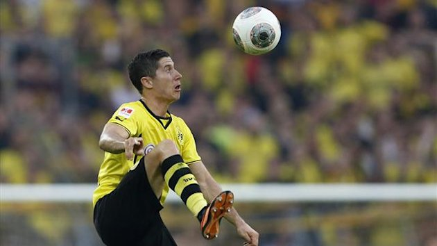 Robert Lewandowski stops a ball during his team's German SuperCup 2013 match against Bayern Munich in Dortmund July 27, 2013 (Reuters)