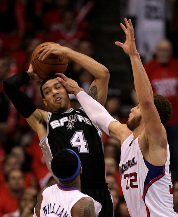 Danny Green #4 Of The San Antonio Spurs And Blake Griffin #32 Of The Los Angeles Clippers Contend For The Ball In Game Getty Images