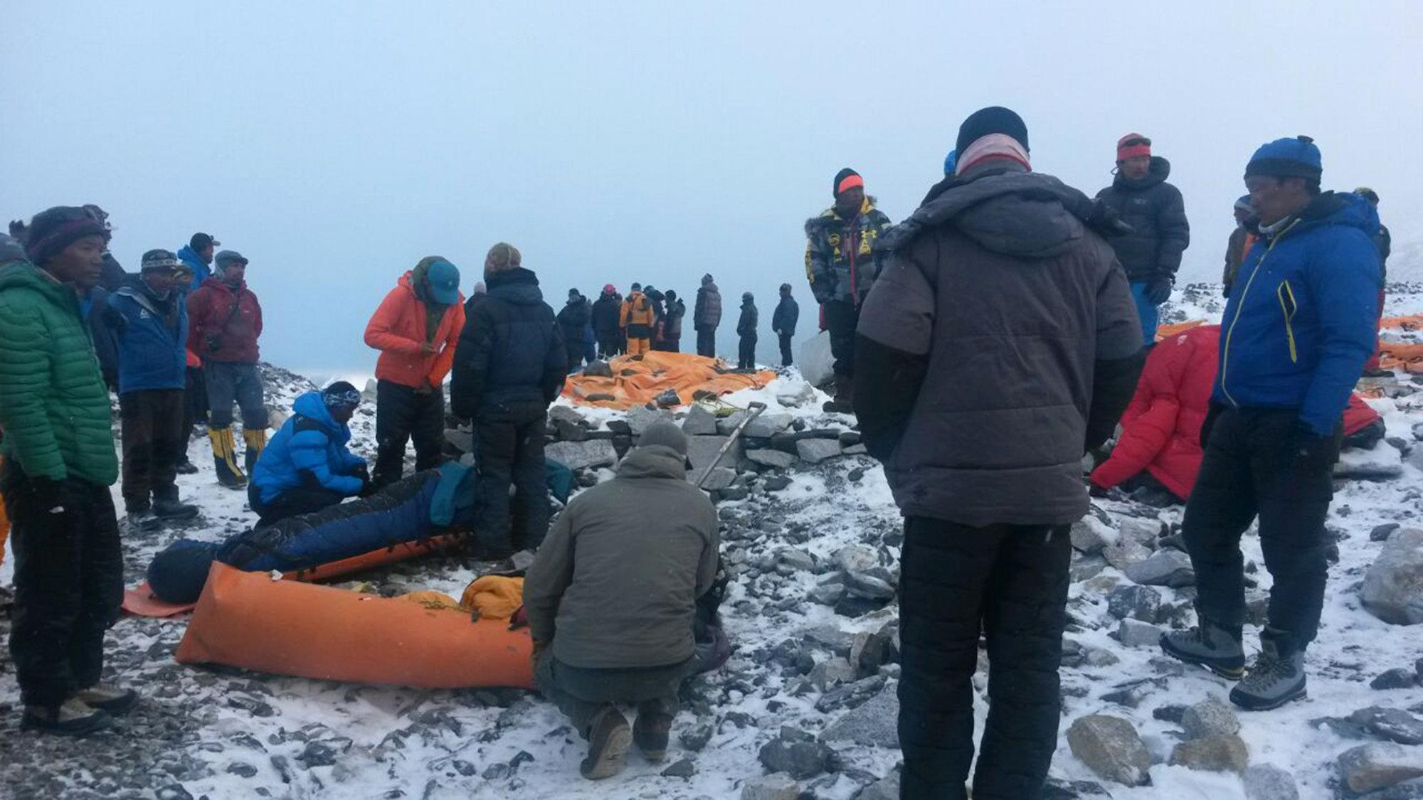 Rescuers struggle to reach remote Nepal areas as toll rises