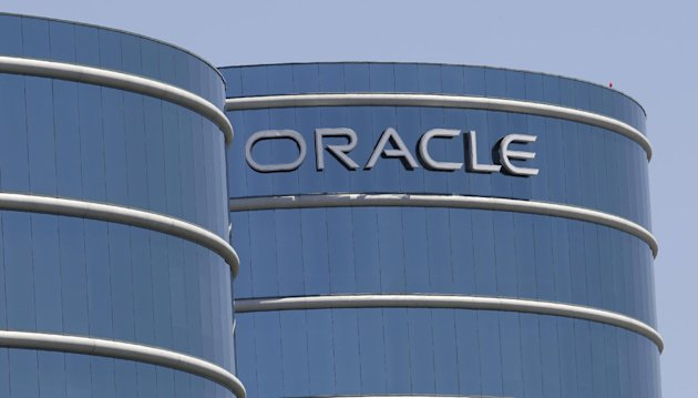 FILE-This Monday, June 18, 2012, file photo shows the Oracle headquarters in Redwood City, Calif. Oracle&#39;s earnings matched analyst estimates in the latest quarter, but a revenue decline signaled the business software maker is having a tougher time closing deals. The fiscal first-quarter results announced Thursday, Sept. 20, 2012, are the latest indication that companies and government agencies are clamping down on technology spending amid mounting uncertainty about the economy. (AP Photo/Paul Sakuma, File)