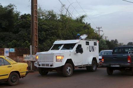Suspected Islamist militants attack Mali U.N. base, several dead