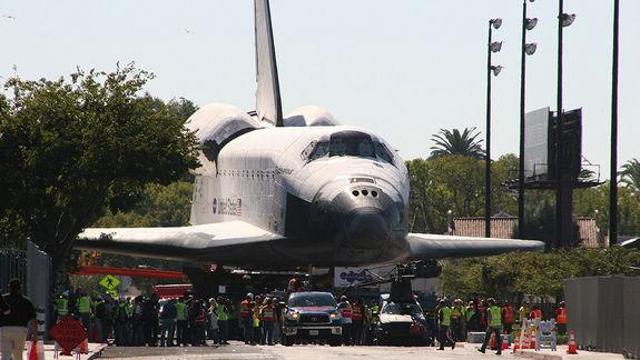 Space Shuttle Endeavour's L.A. Adventure Captured in Photos