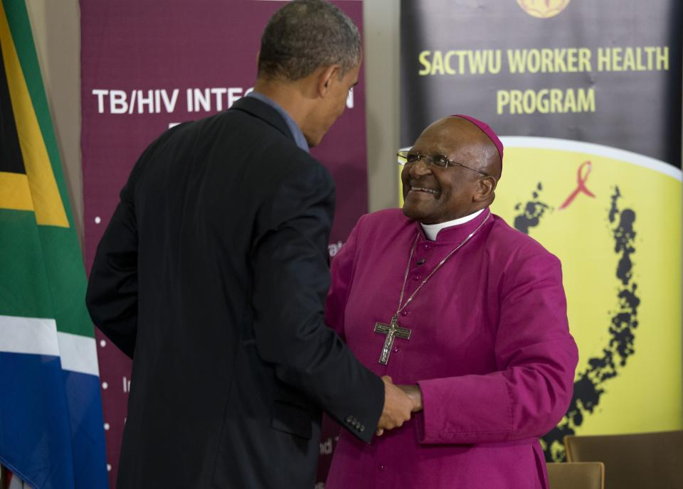 U.S. President Barack Obama, left, talks with Bishop Desmond Tutu during a visit to the Demond Tutu HIV Foundation Youth Center Sunday, June 30, 2013, in Cape Town, South Africa. (AP Photo/Evan Vucci)