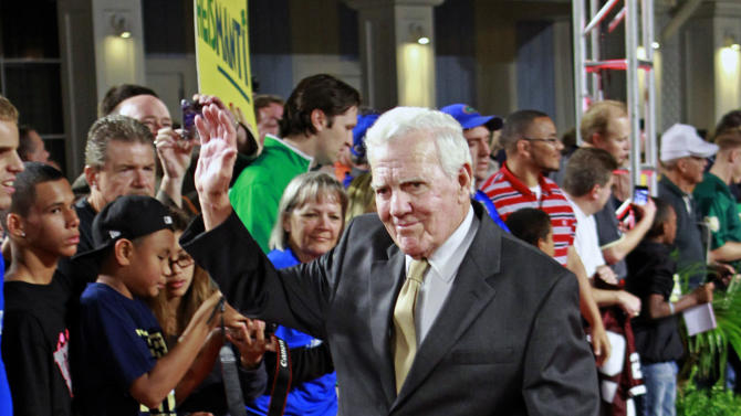 Former Notre Dame head coach Ara Parseghian wave to fans as he arrives at the Home Depot College Football Awards in Lake Buena Vista, Fla., Thursday, Dec. 6, 2012. Parseghian was honored with the NCFAA Contribution to College Football Award. (AP Photo/John Raoux)