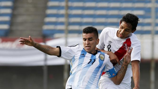 Argentina's Correa fights for the ball with Peru's Garces during their match for the final round off the South American Under-20 Championship in Montevideo