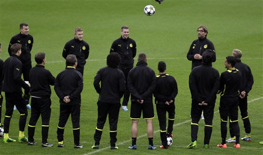 Dortmund head coach Juergen Klopp, top right facing, speaks to his players during a training session at Wembley Stadium in London, Friday May 24, 2013. Dortmund will face fellow German soccer team Bay