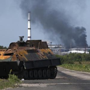 Heavy Fighting in Ukraine Near MH17 Crash Site