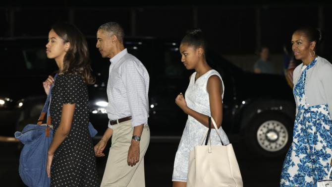 U.S. President Obama and his family arrive for their annual Christmas and New Year vacation in Honolulu