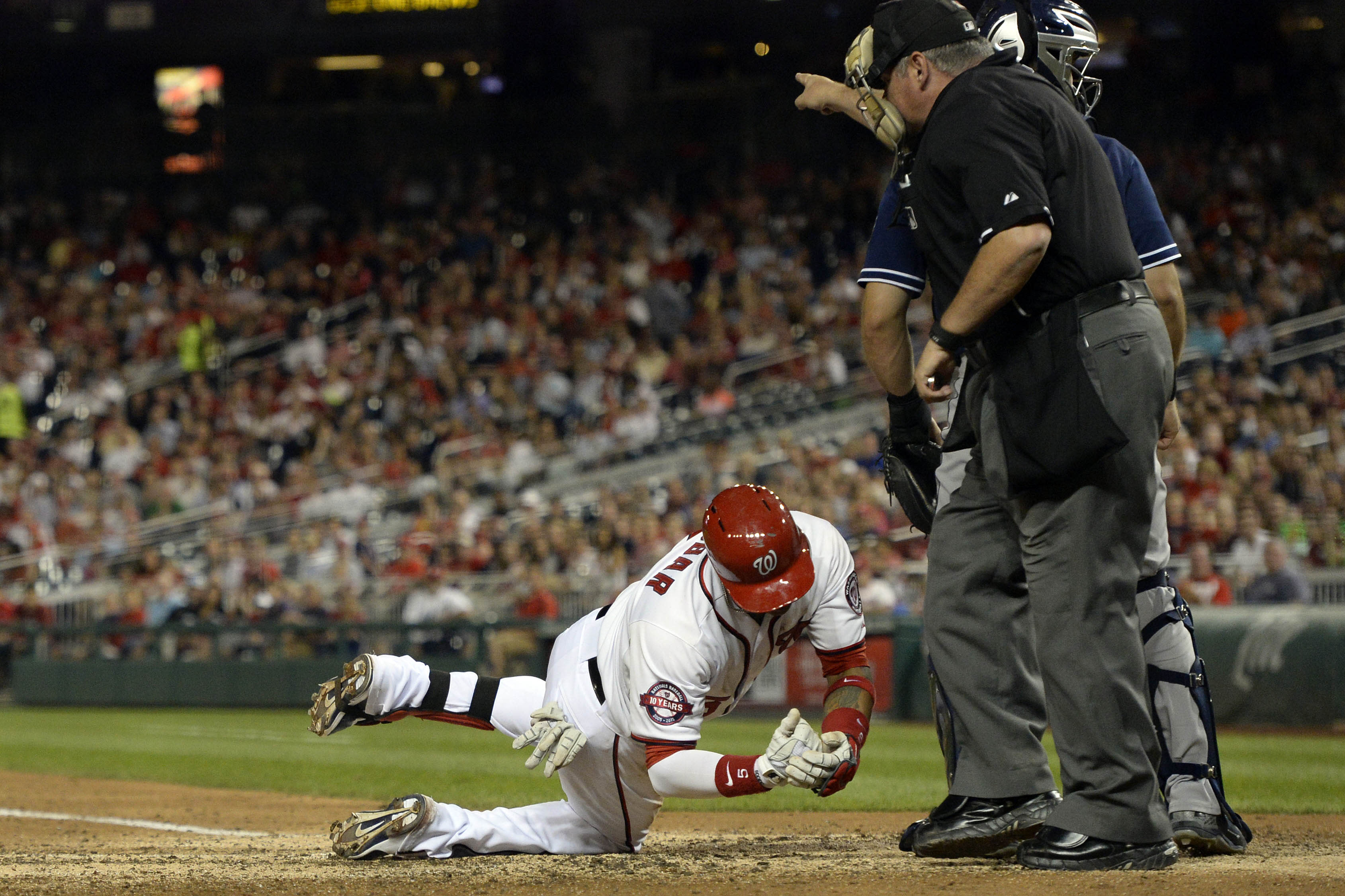 Updated: Escobar leaves Nats-Padres game with injury