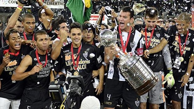 Team captain Rever (C) of Brazil's Atletico Mineiro holds the trophy as he celebrates their Copa Libertadores second leg final soccer match win against Paraguay's Olimpia in Belo Horizonte, July 24, 2013. (Reuters)