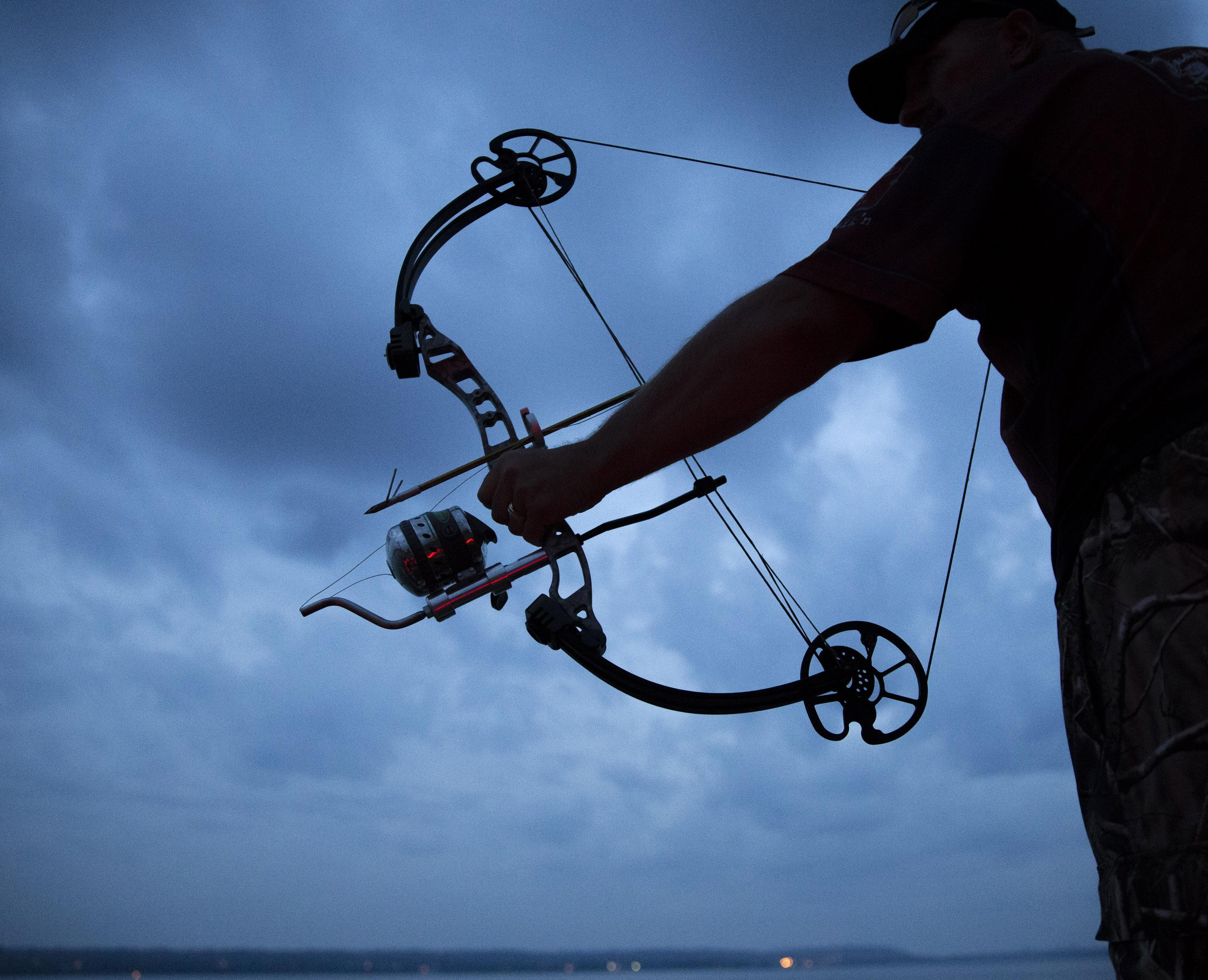 Bowfishing tournament in Mississippi River draws complaints