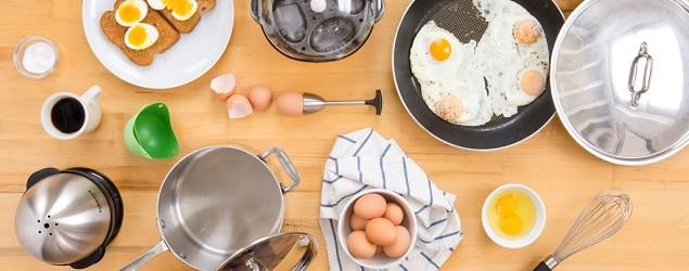 Should you use milk or water in scrambled eggs?