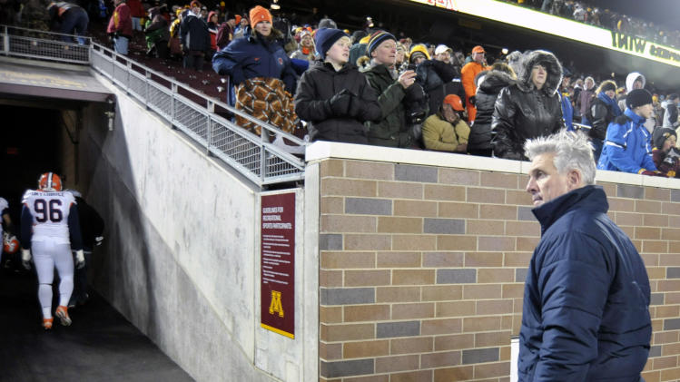 Illinois head coach Ron Zook, right, leaves the field after losing to Minnesota 27-7 in an NCAA college football game on Saturday, Nov. 26, 2011, in Minneapolis. (AP Photo/Tom Olmscheid)