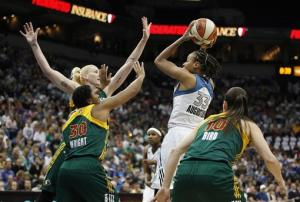 Whalen scores 20 to lead Lynx past Storm 78-70