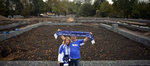 A fan celebrating at the future site of his grave (ksta.de)