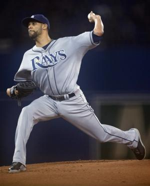 Roberts' hit breaks tie, Rays top Blue Jays 8-5