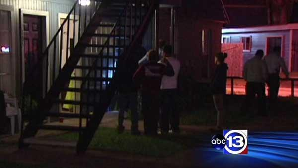 Mom fatally shot while infant in apartment