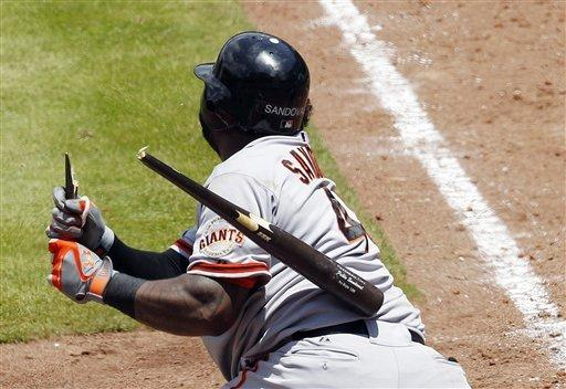 Braves avoid sweep, beat Giants, 3-2