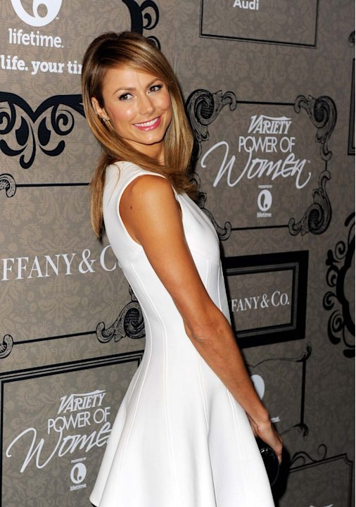 Stacy Keibler muestra sus piernas