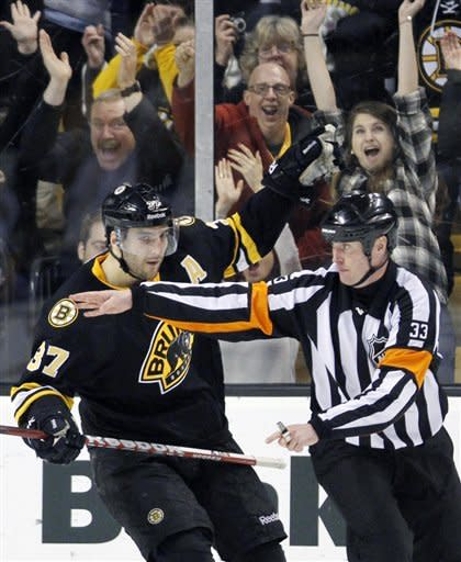 Bruins beat Predators 4-3 with 2 SO goals