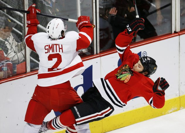 Red Wings' Smith checks Blackhawks' Carcillo in the first period during Game 2 of their NHL Western Conference semifinals playoff hockey game in Chicago